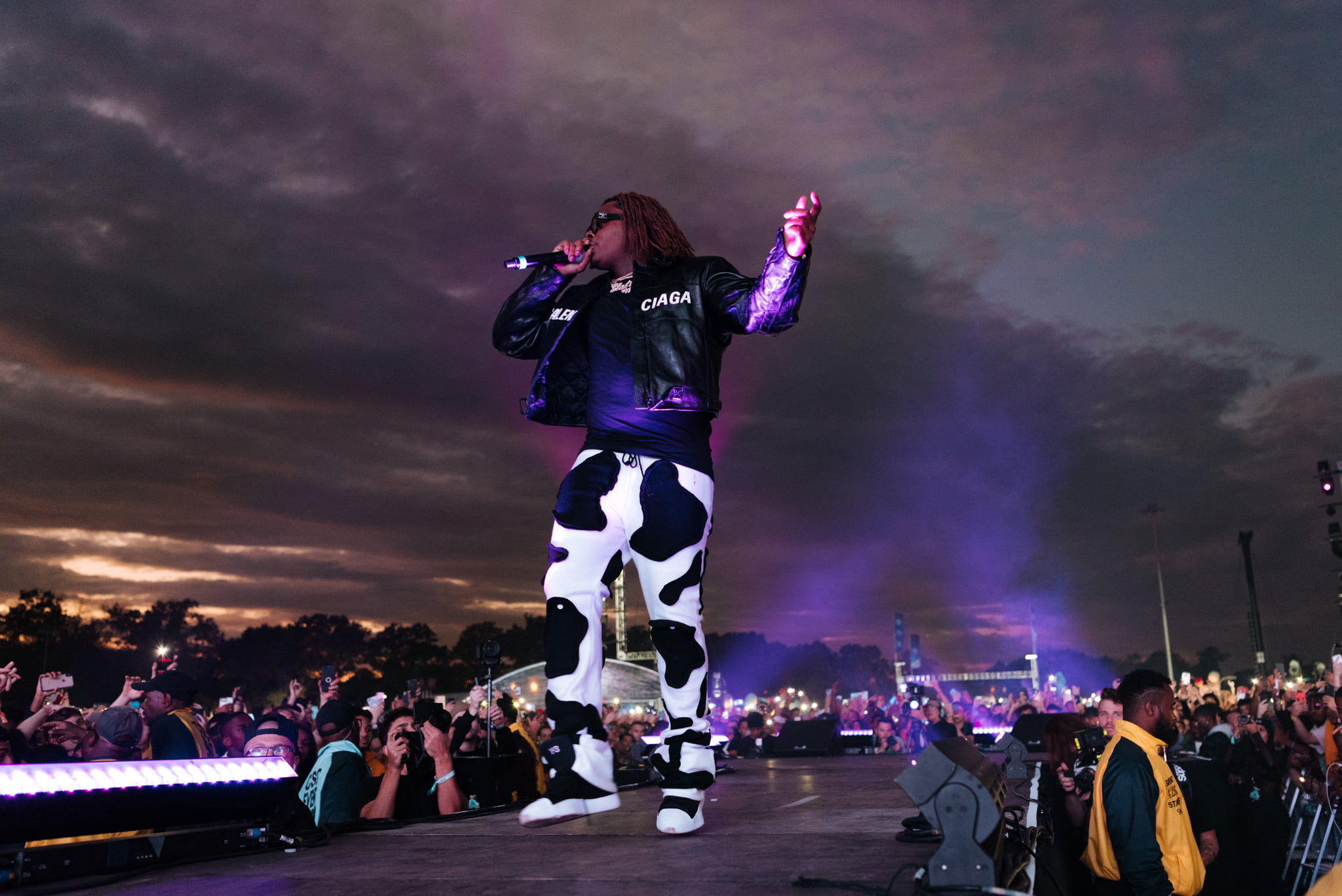 72767023 712878059216944 4911494209069907968 n 1 Sergio Kitchens known professionally as Gunna is an American rapper, singer, and songwriter